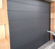 Porte de garage Novoferm sectionnelle motorisée - satin dark grey