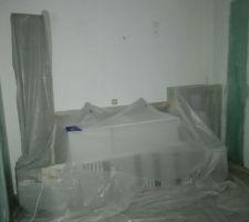 Masquage avant peinture à l'airless : demain la maison sera blanche.