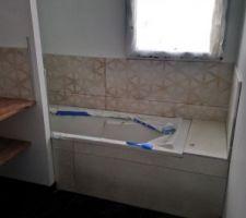 Faience baignoire de la salle de bains des enfants