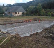 Coulage des fondations et mise en place des gaines et réseaux eaux usées.