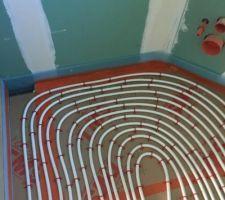 Pose du plancher chauffant petite salle de bain écartement 5 cm