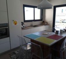 Four, Réfrigérateur, Evier et plan de travail