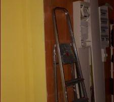 Intérieur du garage, porte du cellier