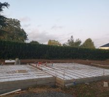 Fin de montage du vide sanitaire + pose de l'isolation au sol