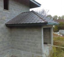 Toiture du garage, tuiles Monier Perspective béton brun. Bande de rive et sous face PVC RAL 7016.