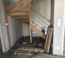 Futur espace bureau sous escalier