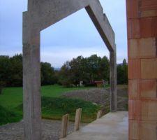 Structure en V inversé qui soutiendra les poutres de l'avancée sur le balcon