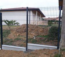 Jointure clôture avec le cabanon