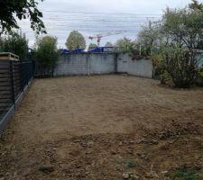 Terrain retourné, pelouse semée, on attend que ça pousse maintenant ?