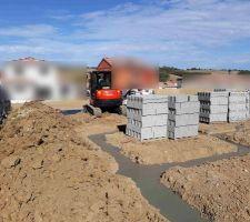 Nouvelles fondations coulées et parpaings livrés