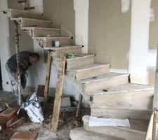 Escalier sous voûte sarrasine en pierre de Bourgogne