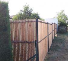 Vue de notre clôture de l'extérieur