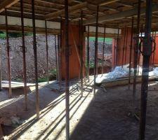 Intérieur RDC depuis couloir entrée vers pièce de vie : cuisine ouverte sur salle à manger