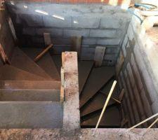 Escalier qui conduit du sous-sol au RDC