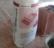 Mortier de jointure utilisé, ça ne vient pas de brico-dépôt.