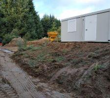 Début des fondations et cabane de chantier.
