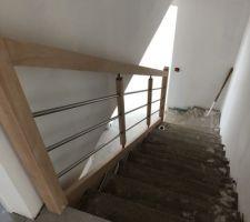 Escalier avec la rampe attente de la pose du carrelage par MC