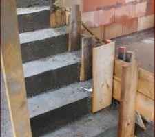 Coffrage de l'escalier pour rattraper le mauvais positionnement