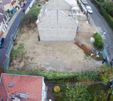 Vue du terrain avant le début de la construction.