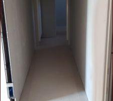 Le couloir et la chambre 2
