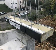 Le rupteur de pont thermique qui sera installé en façade sud pour soutenir le palier de l'escalier extérieur.