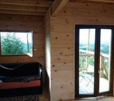 Voilà la maison des gnomes fini. grosso 10m² au sol, toiture plate. Home made bien sûr