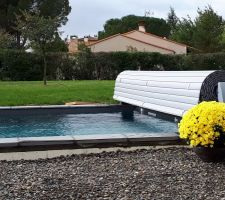 Pluie d'automne, la piscine est trop pleine