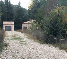 Façade terminée enduit Rose Provence frottassé aperçu depuis le chemin d'accès