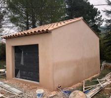 Façade terminée enduit Rose Provence frottassé   séchage en cours