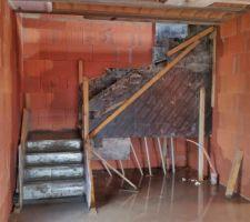 Surprise ! L'escalier béton a été coulé !