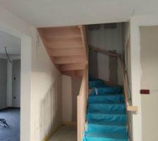 Escalier aux normes PMR posé, les finitions sont super belles!