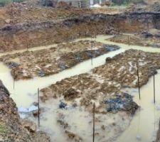 Fondations coulées ... sous l'eau ...