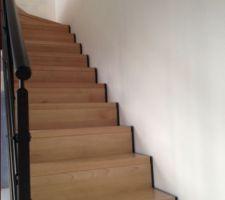 Escalier bois massif limon acier