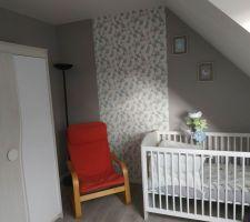 Photo retournée sur l aperçu..  Peinture dulux valentine campagne provencale moyen (3 couches )  Tapisserie leroy merlin geometrique