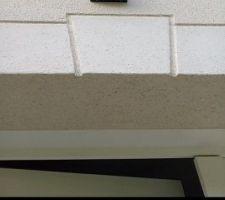 Sur l'avant de la maison, 3Applic et 1projecteur côté garage avec option détecteur de mouvements. Mêmes éléments sur la façade arrière