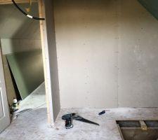 "Futur dressing chambre 2 "" dessus du garage ."