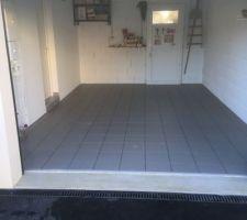 Carrelage garage posé (reste joint à faire)