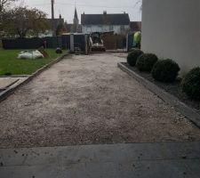 Début du chantier de l aménagement de la cour ....