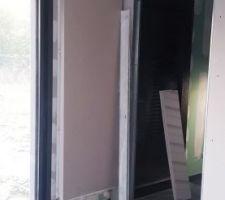 Grand radiateur avec sa protection posé