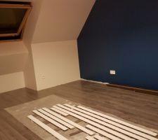 Mise en peinture des plinthes chambre 5