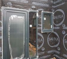 Installation de la porte d'entrée