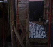 Préparation pour coulage de l'escalier qui mène au demi palier puis l?étage