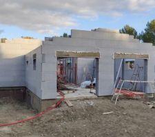 Fin du montage des blocs murs + pignon