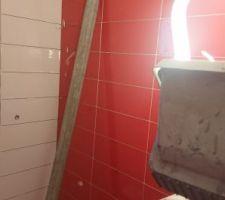 Carrelage rouge douche 1er étage Marazzi cloud ruby MOHX 20x50
