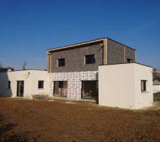 La maison avec les pare-pluie des bardages ALU et bois