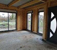 Baie vitrée et fenêtre fixe