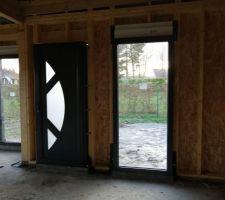 Porte d'entrée et 2 baies fixe