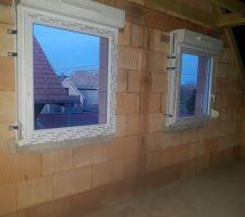 Fenêtres de 2 chambres de l'étage