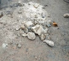 Ce qu'il y avait dans les fondations de l'ancien muret .....