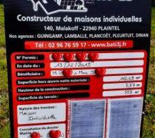 Panneau d'affichage du permis de construire